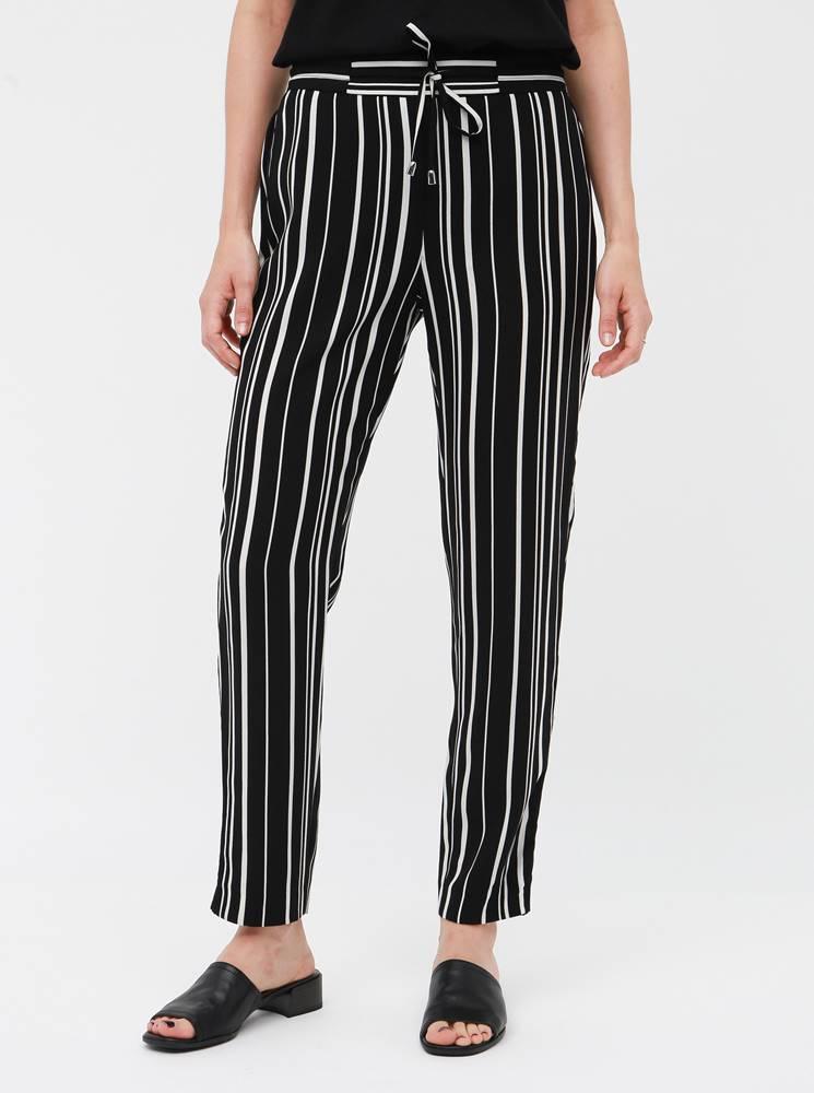 M&Co Petite Čierne dámske pruhované nohavice M&Co Petite